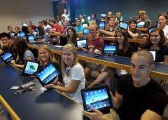 Studenti cu tablete